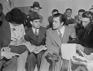 Orson Welles talking to reporters